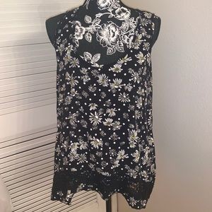 Daisy flower with skulls top